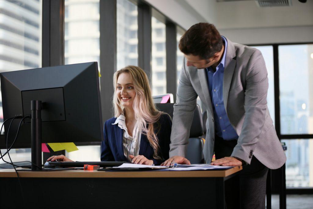 7 einfache Wege, um Ihre Karriere nach vorne zu bringen