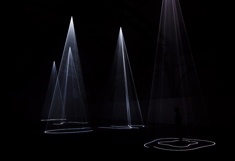 Anthony McCall – Five Minutes of Pure Sculpture