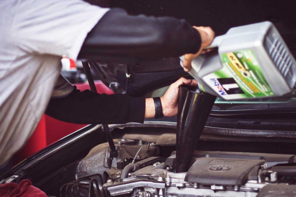 Auto selbst reparieren oder Profiwerkstatt beauftragen?