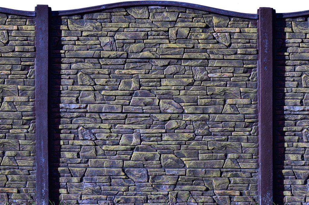 Die Vorteile und Nachteile von einem Fertigzaun mit Beton