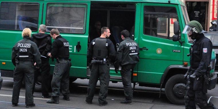Großrazzia im Rockermilieu – Hells Angels MC im Visier – 300 Polizisten im Einsatz