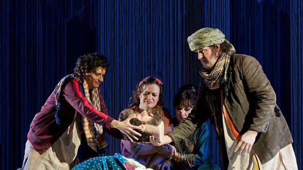 Komische Oper: Mikropolis – Eine Kinderoper auf großer Bühne