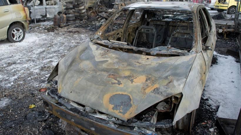 Treptow: Autos, Wohnwagen und Reifenstapel abgefackelt