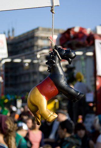 Übersichtsaufnahmen bei Demos rechtmäßig – Henkel begrüßt Urteil
