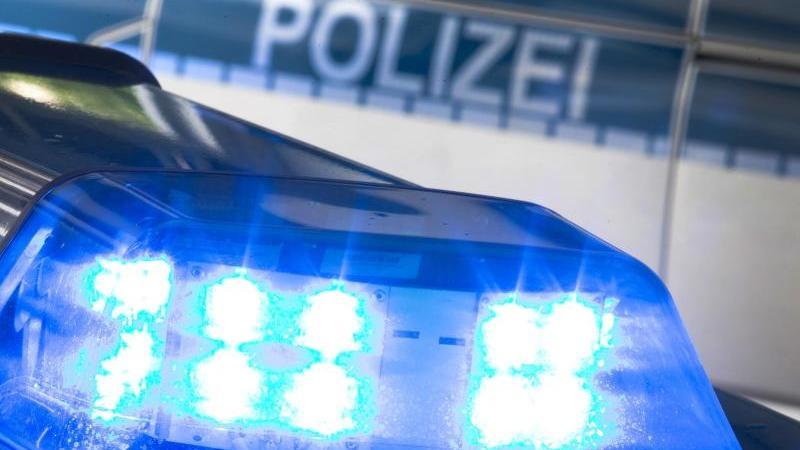 Mordverdacht – Mann meldet der Polizei Toten in seiner Wohnung